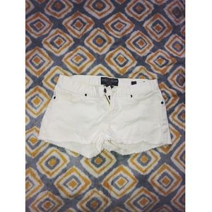 Lucky Brand - White Shorts - Size : 2/26